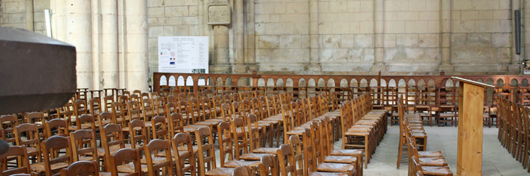 biezen stoelen kerk